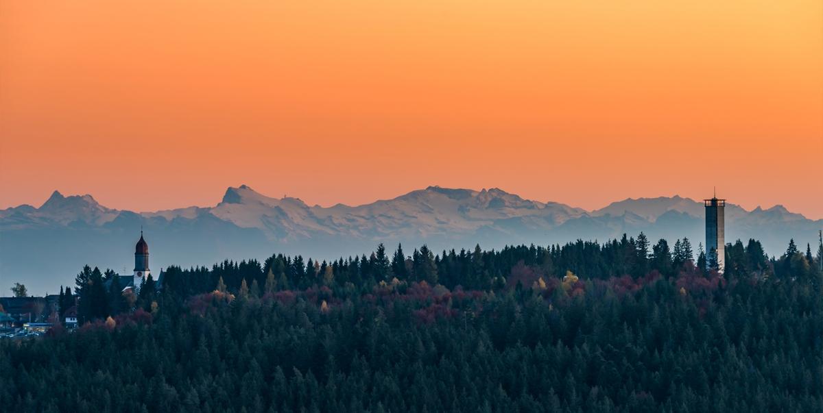 Rothaus-Zäpfle-Turm: Himmel und Alpen ein Stück näher
