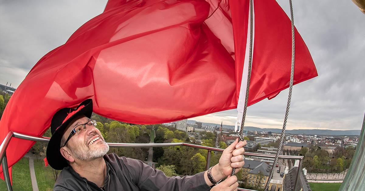 Revolution! Rote Fahne auf Karlsruher Schloss